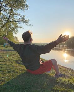 Это лучший день✨ ⠀ #novokuznetsk #agameoftones #aov #artofvisuals #shotoniphone #iphonexr #people #nature #500px #morning #river #sun #sunlight #sunrise Instagram Accounts, Sunlight, Sunrise, River, Couple Photos, Couples, Nature, People, Sun Light