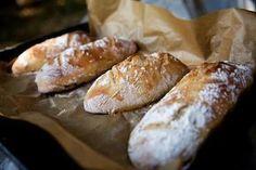 """Tyto domácí bagety jsou naprostá """"trhák"""" v celé naší rodině i u mých známých. Nepotřebujete ani domácí pekárnu, těsto si umícháte v míse a bagety upečete v klasické troubě. Cooking Bread, Bread Baking, Cooking Recipes, Czech Recipes, Vegan Bread, Fun Easy Recipes, Bread And Pastries, Ciabatta, Food Hacks"""