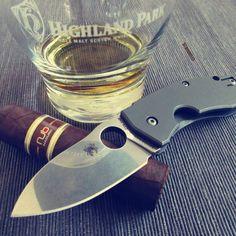 Whisky, knife and cigar: #whisky #whiskey #scotch #singlemalt #scotchwhisky #instawhisky #malt #liquidgold #slainte #cheers #love #instawhisky #highlandpark #whiskygram #alcohol #cigar #cigars #nubcigars #madurocigar #nub #maduro #instacigar #smoking #smoke #spyderco #techno #knife #instaknife