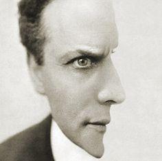 Harry Houdini - Amazing Photo