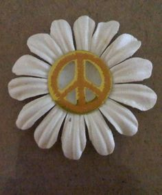 love the simplicity Hippie Peace, Happy Hippie, Hippie Art, Hippie Style, Hippie Chick, Peace Love Happiness, Peace And Love, Perfect Peace, Peace On Earth