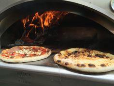 Bereits nach kürzester Zeit sind die Pizzen fertig gebacken
