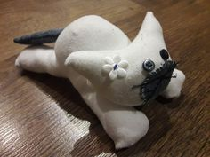 Kotek ze skarpetki #diy #diytoys #handmade Dinosaur Stuffed Animal, Diy, Animals, Animales, Bricolage, Animaux, Do It Yourself, Animal, Animais