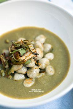 Ricotta Gnocchi with artichoke cream. The super chic and delicious comfort food!  Recipe on http://noodloves.it/gnocchi-di-ricotta-crema-carciofi/    Vegetarian; Veggies; Italian Recipe; Soup