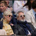 Round Sunglasses, Mens Sunglasses, Sam Mendes, Couple Photos, Couples, Fashion, Couple Shots, Moda, Round Frame Sunglasses