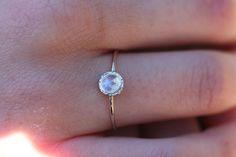 http://de.dawanda.com/product/79810555-regenbogen-mondstein-ring-in-14-karat-weissgold