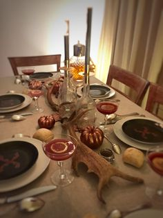 Automn tablescape made by Beaubon events www.beaubon.events #table #tablescape #candle #pimkin #copper #fall #winter #automne #artdelatable #events #deco