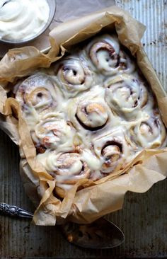 brown butter cinnamon buns are the best cinnamon buns ! Brunch Recipes, Breakfast Recipes, Dessert Recipes, Breakfast Ideas, Think Food, Love Food, Best Cinnamon Rolls, Cinnamon Recipes, Homemade Cinnamon Rolls