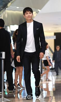 Ji Sung Looking Dapper at Breitling Event in Seoul and Remains 2017 Primetime K-drama Ratings Leader Sung Lee, Ji Sung, Korean Celebrities, Korean Actors, All Korean Drama, Save The Last Dance, Lee Bo Young, The Special One, Doctor Johns