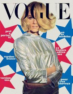 Paris Vogue - August 1966. Cover: Peter Knapp.