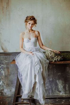 Simple wedding dress. Ignore the bridegroom, for the time being lets concentrate on the bride-to-be whom views the wedding as the best day of her lifetime. With this reality, then it is certain that the wedding dress must be the best. #weddingdress