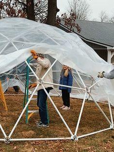 Igloo House, Igloo Building, Outdoor Christmas, Christmas Stuff, Christmas Decor, Christmas Ideas, Xmas, Bubble Tent, Diy Tent
