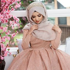 The Effective Pictures We Offer You About Bridal Outfit chic A quality picture can tell you many things. You can find the most beautiful pictures that can be presented to you about indo western Bridal Wedding Hijab Styles, Hijab Wedding Dresses, Bridal Outfits, Muslim Brides, Muslim Girls, Muslim Women, Muslim Dress, Hijab Dress, Muslim Fashion