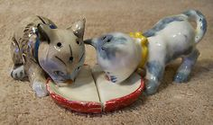 Cute Vintage Pair of Kittens Drinking Milk SALT & PEPPER SHAKERS