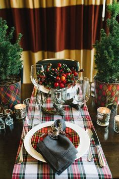 LIVELY AND FESTIVE HOLIDAY HOME DECORATING IDEAS