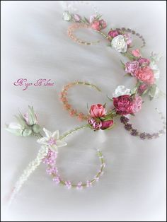 Wonderful Ribbon Embroidery Flowers by Hand Ideas. Enchanting Ribbon Embroidery Flowers by Hand Ideas. Ribbon Art, Diy Ribbon, Ribbon Crafts, Flower Crafts, Silk Ribbon Embroidery, Embroidery Patterns, Hand Embroidery, Embroidery Techniques, Embroidered Flowers