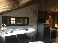 Les Bossons Chamonix-Mont-Blanc Les Bossons offers accommodation in Chamonix-Mont-Blanc, 2.8 km from Chamonix - Planpraz Ski Lift and 3.1 km from Chamonix Ski School. The property features views of the mountain and is 3.7 km from Glacier des Bossons Ski Lift.