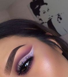 The best glitter eyeshadow looks to inspire you! Loose glitter and gold glitter are perfect for creating an amazing glitter eyeshadow look. Makeup On Fleek, Flawless Makeup, Cute Makeup, Gorgeous Makeup, Glam Makeup, Pretty Makeup, Skin Makeup, Makeup Inspo, Makeup Inspiration