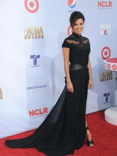 Eva Longoria, radiante con un vestido negro en los Premios Alma 2012