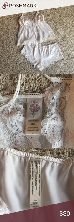In Bloom white lingerie 💕 In Bloom by Jonquil white lace and satin sexy tank and shorts set!!!! Brand new with tags, gift for friend didn't work out!!!! Feel free to make an offer💐💐🌸 In Bloom Intimates & Sleepwear Chemises & Slips