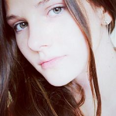 """14.06.1998 Rusya doğumlu olan Alina Boz ilk olarak """"Cesur Hemşire"""" dizisinde Canan rolü ile ekranda boy gösterdi."""