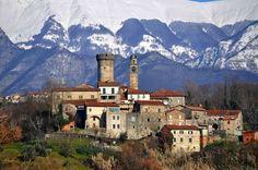 Malgrate sorge ai piedi dell'Appennino Tosco-Emiliano nel Comune di Villafranca ed è uno dei borghi medievali più antichi della Lunigiana, d...