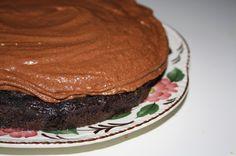 Chokoladekage på sorte bønner