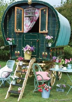 I seriously want one of these!!I sooo want a gypsy trailer or wagon!!!!!!