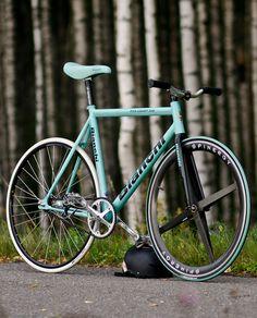 BIANCHI PISTA CONCEPT x SPINERGY FOURSPOKE /via bisikleta #tumblr #fixie #bianchi