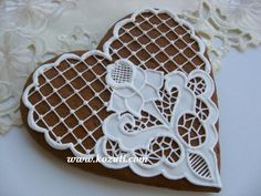 Cookie decorating with royal icing. How to decorate Lace cookies with ro. Mother's Day Cookies, Lace Cookies, Heart Cookies, Cupcake Cookies, Chocolates, Cookie Icing, Royal Icing Cookies, Bolacha Cookies, Cookies Decorados