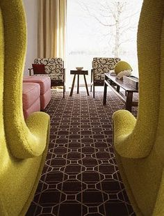 Alkemie    Plus the beautiful carpet pattern, that HUGE window, and the combination of pink with dijon…..