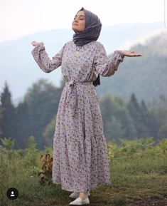 hijab dress Modest Maxi Dresses With Sleeves. hijab dress Modest Maxi Dresses With Sleeves… Modest Maxi Dress, Maxi Dress With Sleeves, Modest Outfits, Dress Outfits, Modest Clothing, Dress Casual, Casual Chic, Dress Shoes, Shoes Heels