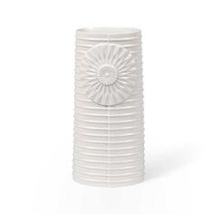 Alle de smukkeste vaser fra Finnsdottirs Pipanella Lines serie. Her den store, smukke ovale vase i hvid porcelæn.