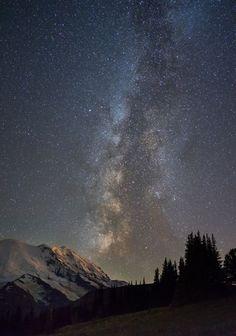Milkyway over Mt Rainier National Park