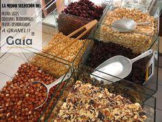 A granel... frutos secos, golosinas tradicionales quiteñas, especias y frutas deshidratadas!!! Exótico, nutritivo y delicioso :)