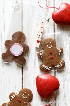 gingerbread cookies are must have on christmas ! Xmas Food, Christmas Sweets, Christmas Gingerbread, Christmas Mood, Christmas Baking, Gingerbread Man Cookies, Christmas Cookies, Macaroons, Biscuits