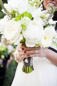 A. flowers    B. LOOK AT THAT RING!