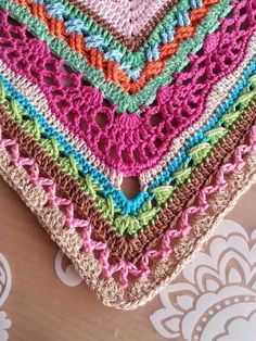 De creatieve wereld van Terray: Crochet Along 2015 (gorgeous mixed stitch sampler blanket)  by Tertia Mulder and Jolande Verschiere. Includes all 36 weeks posts/pattern links for the Dutch version. The English version is being posted as it's translated here: http://terraysleven.blogspot.de/search/label/Crochet%20Along-2015%20English%20Version
