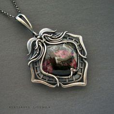 "Wire Wrap Silver Pendant | Кулон ""Трехлистник"", серебро, эвдиалит — работа дня на Ярмарке Мастеров"