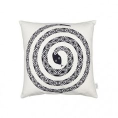 Snake Pillow by Vitra is a pillow that is part of the collection Graphic Print Pillows created by Alexander Girard. Each pillow has a different fantasy that adapts to any environment.