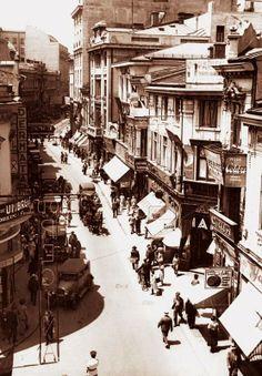 Turist în Bucureşti: Lipscaniul cuprins între Șelari şi Smârdan Bucharest Romania, Amazing Pics, Old City, Rotterdam, Old Photos, Tourism, Beautiful Places, Street View, Europe
