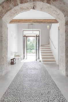 Entry hall. Felanitx renovation by Munarq. Photo by Gonçal Garcia.