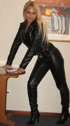 she's 48 years old, can you belive! Black Leather Pants, Leather Boots, Leather Outfits, Dirt Bike Girl, Latex Girls, Fast Fashion, Women's Fashion, Leggings Fashion, Leather Fashion