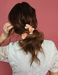 3 ways to wear flowers in your hair this spring. Barefoot Blonde Hair.