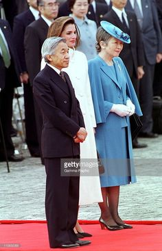 Queen Rania of Jordan at welcome ceremony Akasaka Palace on Dec.1.1999 with Emperor Akihito and Empress Michiko of Japan