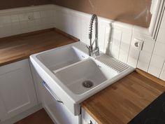 #Cocina de diseño nórdico (Escandinavo). #Puertas lacadas blanco mate y encimera en madera maciza de roble tratado. #utrera #Sevilla +info: http://carpinteriaelarco.com/