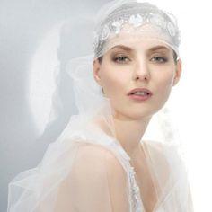 Velo de novia 2013 con inspiración vintage y diadema - Foto Jesús Peiró Facebook