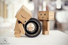 Top 30 des superbes photos de Danbo, le petit robot en carton méchamment photogénique | Topito