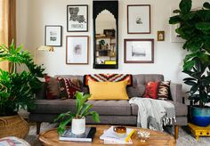 So much great design by @oldbrandnew in this tiny New Orleans living room.