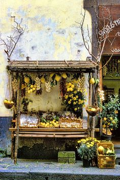 Lemon Stand, Sorrento, Italy >>> It's all about the lemons in Sorrento. Are you a fan of limonchello?